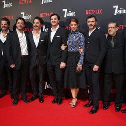 Roger Gual, Juana Acosta, Paco León, Juan Pablo Raba, Alex Brendemühl y Manuel Morón en la premiere de '7 años' en Madrid
