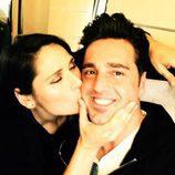 Rosa López besando a David Bustamante camino a Barcelona para el concierto de 'OT: El Reencuentro'