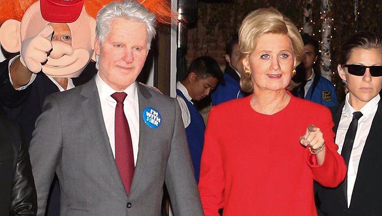 Katy Perry y un amigo disfrazados de Hillary Clinton y Bill Clinton en Halloween 2016