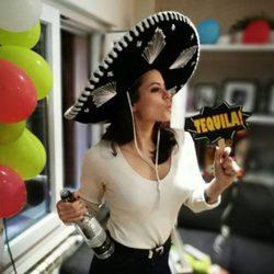 Adriana Torrebejano en la fiesta de cumpleaños mexicana de Blas Cantó