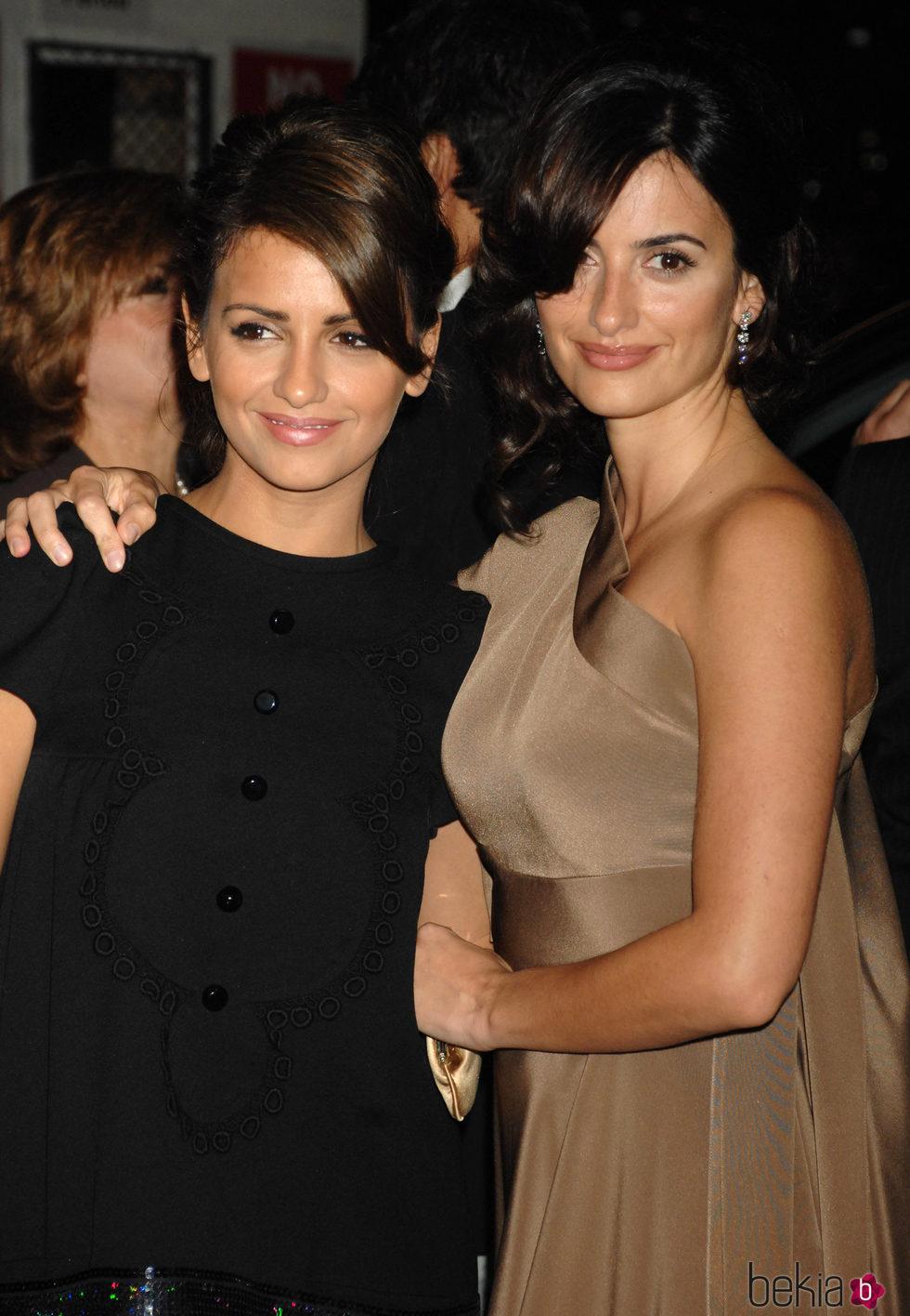 Mónica Cruz y Penélope Cruz en la gala Pre-Oscars 2007