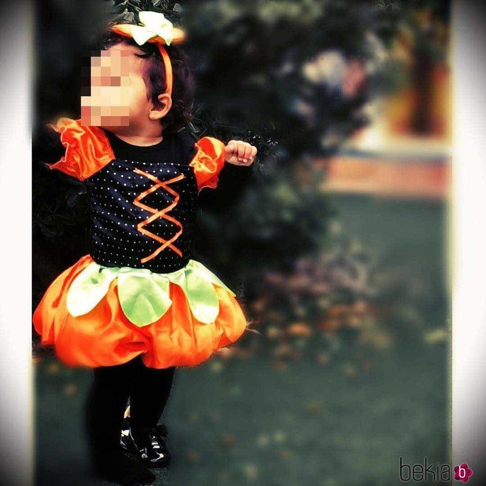 Shaila Garay Gorro disfrazada de calabaza para Halloween 2016