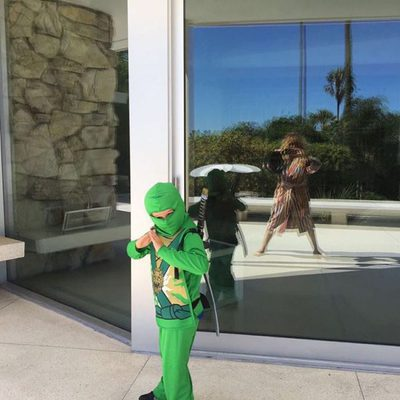 Andrea Nicolás Vallejo-Nágera Rubio celebrando Halloween 2016 disfrazado de Ninja