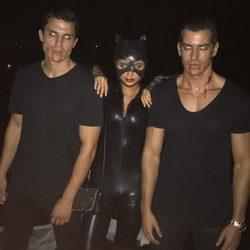 Álex González celebrando la noche de Halloween 2016 convertidos en vampiros