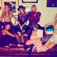 Taylor Swift y Gigi Hadid celebran Halloween 2016 junto a unas amigas