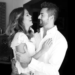 David Bisbal y Rosanna Zanetti mirándose con mucha complicidad entre risas