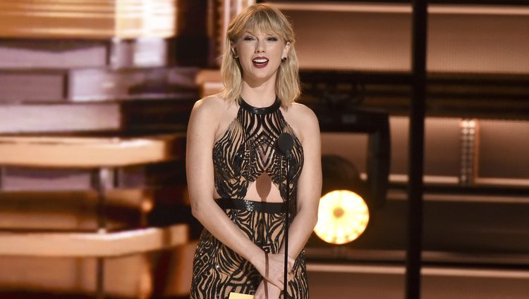 Taylor Swift en la ceremonia de los CMA Awards 2016