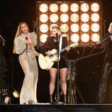 Beyoncé actuando con Dixie Chicks en los CMA Awards 2016