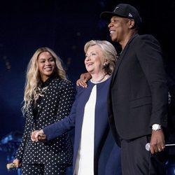 Beyoncé y Jay Z apoyando a Hillary Clinton