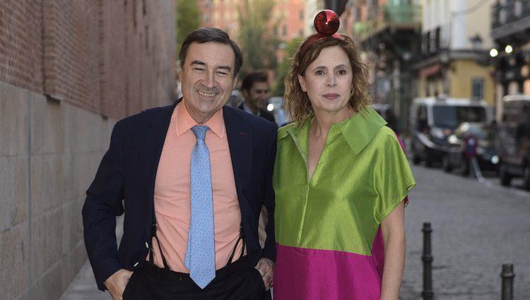 Ágatha Ruiz de la Prada y Pedro J. Ramírez llegando a un acto público en Madrid