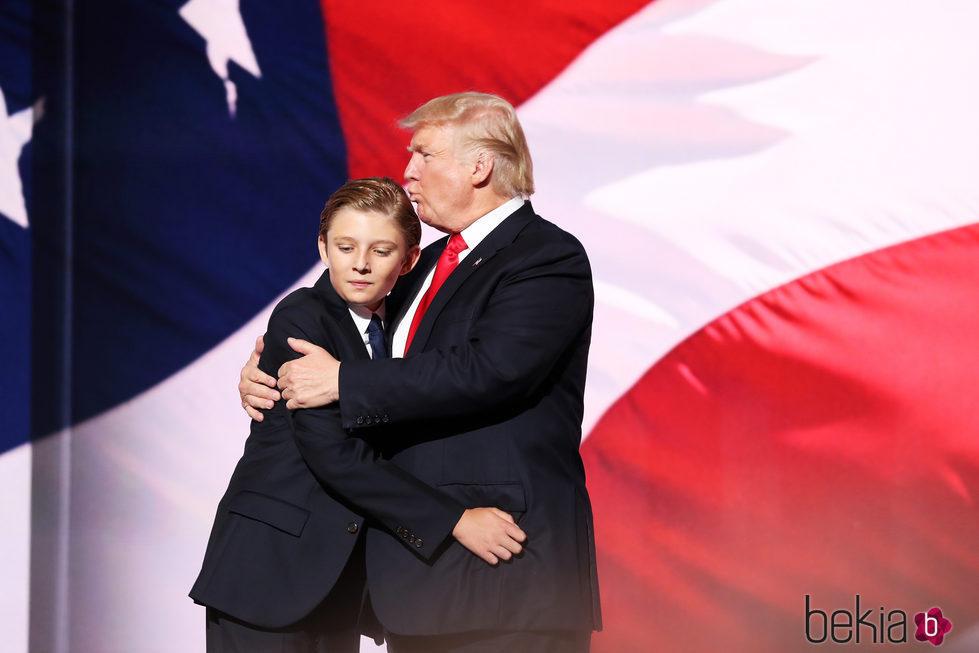 Donald Trump con su hijo pequeño Barron