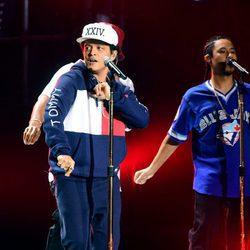 Bruno Mars durante su actuación en los MTV EMA 2016