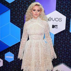 Zara Larsson en la alfombra roja de los MTV EMA 2016