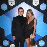 Mario Gotze y Ann-Kathrin Brömmel en la alfombra roja de los MTV EMA 2016
