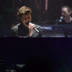 Shawn Mendes al piano durante su actuación en los MTV EMA 2016