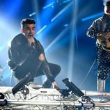 Joe Jonas durante su actuación con su banda DNCE en los MTV EMA 2016