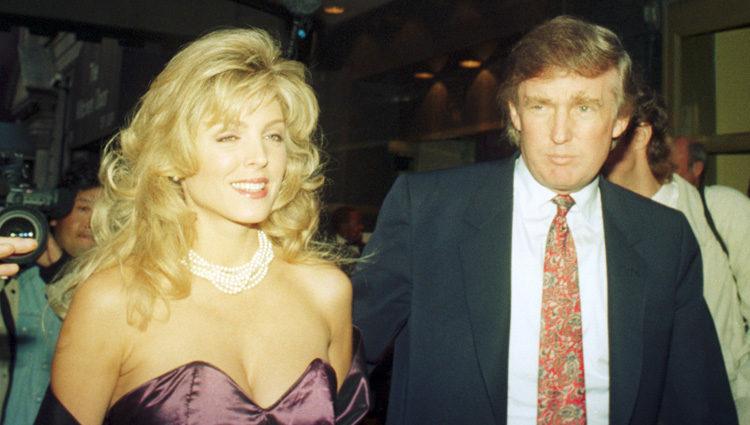 Marla Maples y Donald Trump en los años noventa
