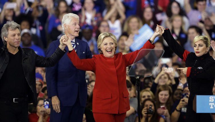 Hillary Clinton recibe el apoyo de Bill Clinton, Bon Jovi y Lady Gaga