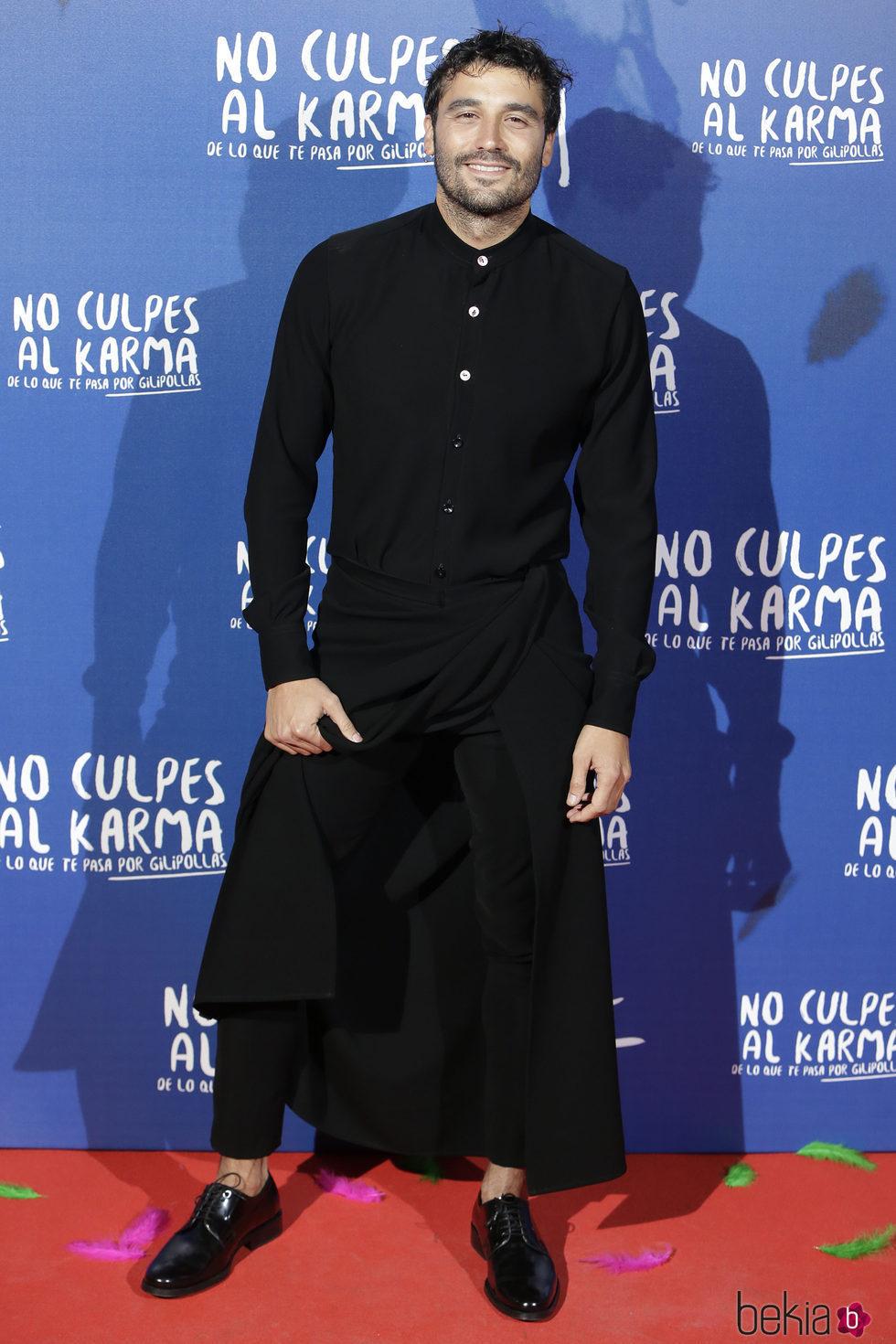 Álex García durante la premiere de la película 'No culpes al karma de lo que te pasa por gilipollas'