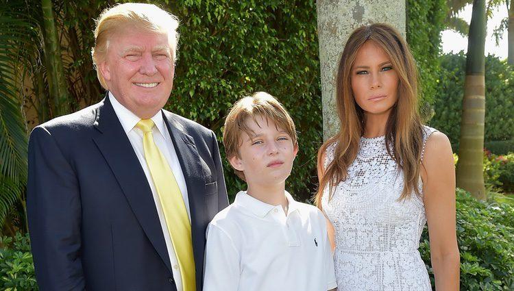 Melania Trump junto a su marido Donald Trump y su hijo Barron
