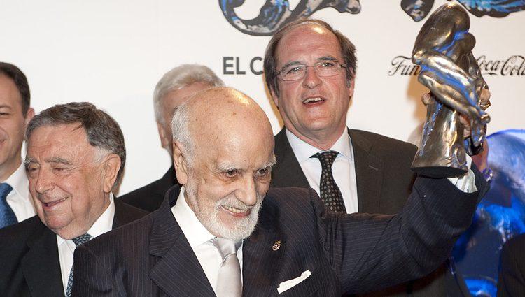 Francisco Nieva recibiendo el Premio Valle-Inclán (2011)