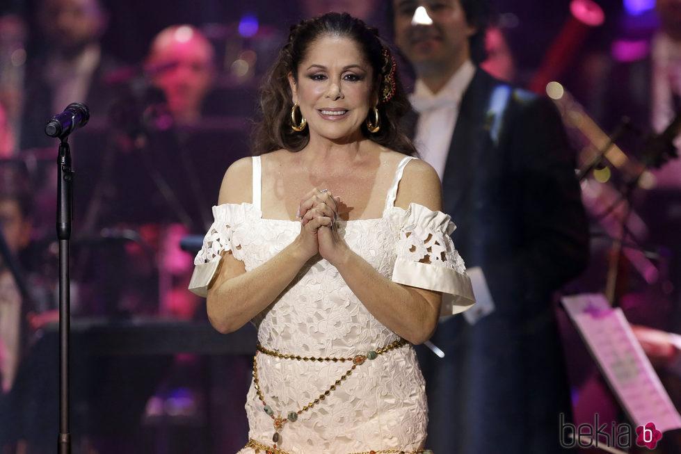 Isabel Pantoja en su regreso con un concierto de presentación de 'Hasta que se apague el sol'