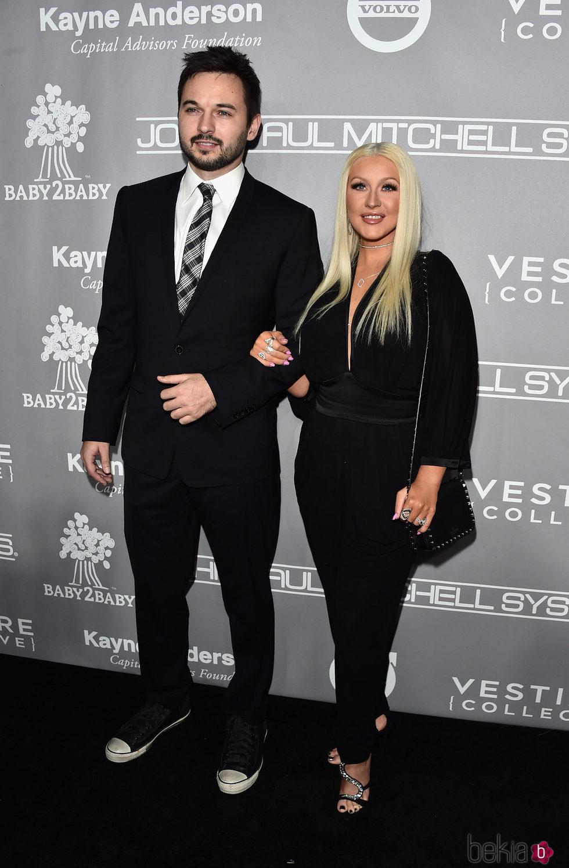Christina Aguilera y Matthew Rutler en la Gala Baby2Baby 2016