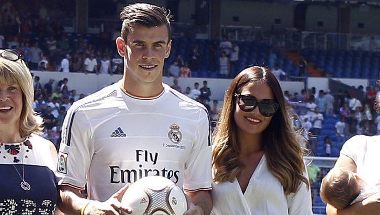 Gareth Bale con su mujer Emma Rhys Jones en su presentación como jugador del Real Madrid