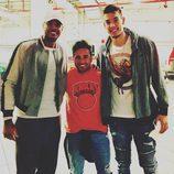 David Bustamante entre Willy Hernangómez y Carmelo Anthony en Nueva York