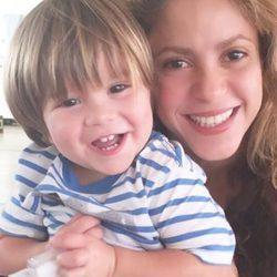 Shakira y su hijo Sasha muy sonrientes
