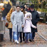 Paula Echevarría con David Bustamante, su hija Daniella y sus padres en Nueva York