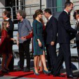 Los Reyes Felipe y Letizia con sus hijas Leonor y Sofía saludan a los políticos en la Apertura de la XII Legislatura