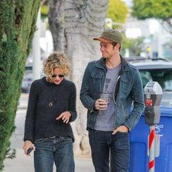Meg Ryan paseando con su hijo Jack