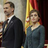 La Reina Letizia, muy seria junto al Rey Felipe VI durante la Apertura de la XII Legislatura Española
