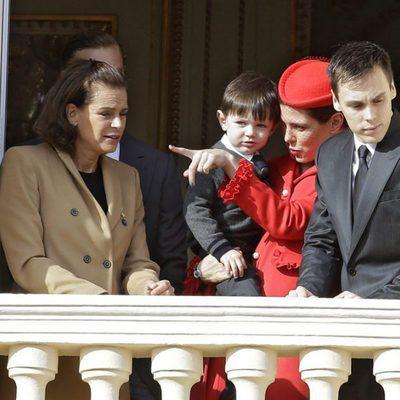 Carlota Casiraghi con su hijo Raphaël y junto a Estefanía de Mónaco y Louis Ducruet en el Día Nacional de Mónaco 2016