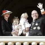 Alberto y Charlene de Mónaco con sus hijos Jacques y Gabriella en el Día Nacional de Mónaco 2016