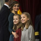 La Reina Letizia, la Princesa Leonor y la Infanta Sofía, muy sonrientes en la Apertura de la XII Legislatura