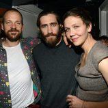 Jake y Maggie Gyllenhaal junto al marido de ella