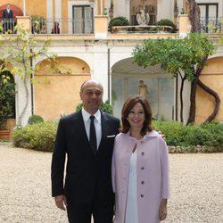 Ana Rosa Quintana y Juan Muñoz posando en el bautizo de Ginevra Ena