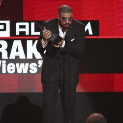 Drake en la gala de los American Music Awards 2016