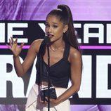 Ariana Grande en la gala de los American Music Awards 2016