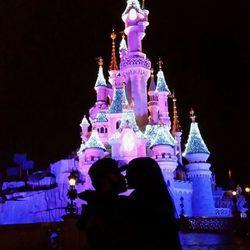 Jesé Rodríguez en Disneyland París con su novia Aurah Ruiz