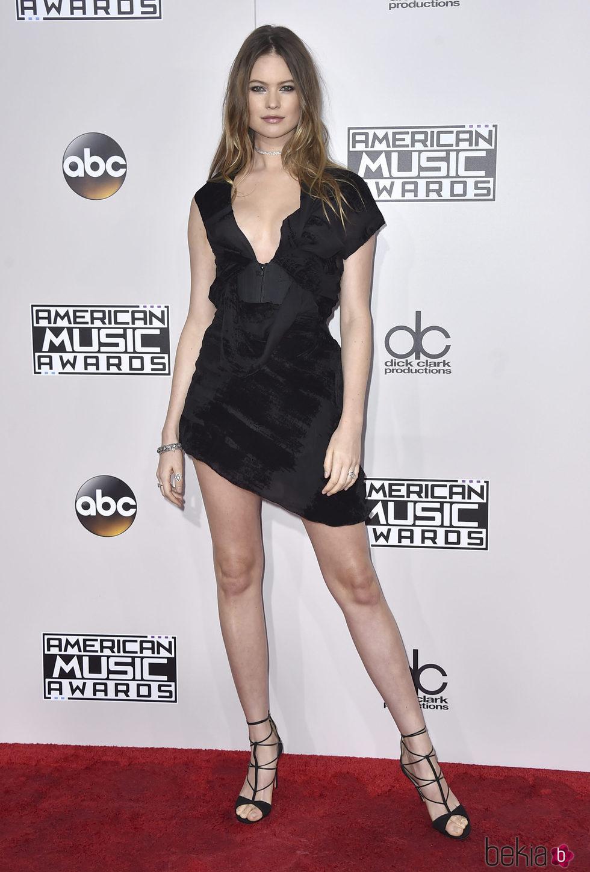 Behati Prinsloo en los American Music Awards 2016