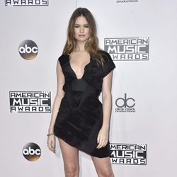 Behati Prinsloo en los American Music Awards 2016