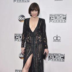 Mila Jovovich en los American Music Awards 2016