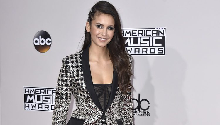 Nina Dobrev en los American Music Awards 2016