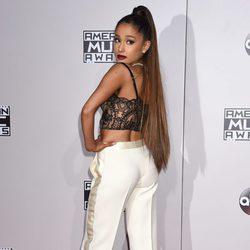 Ariana Grande en los American Music Awards 2016