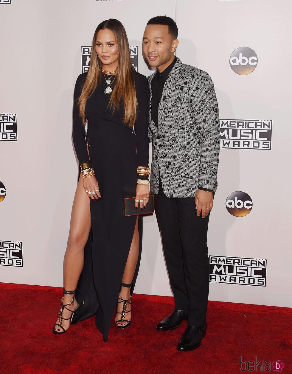 Chrissy Teigen y John Legend en los American Music Awards 2016