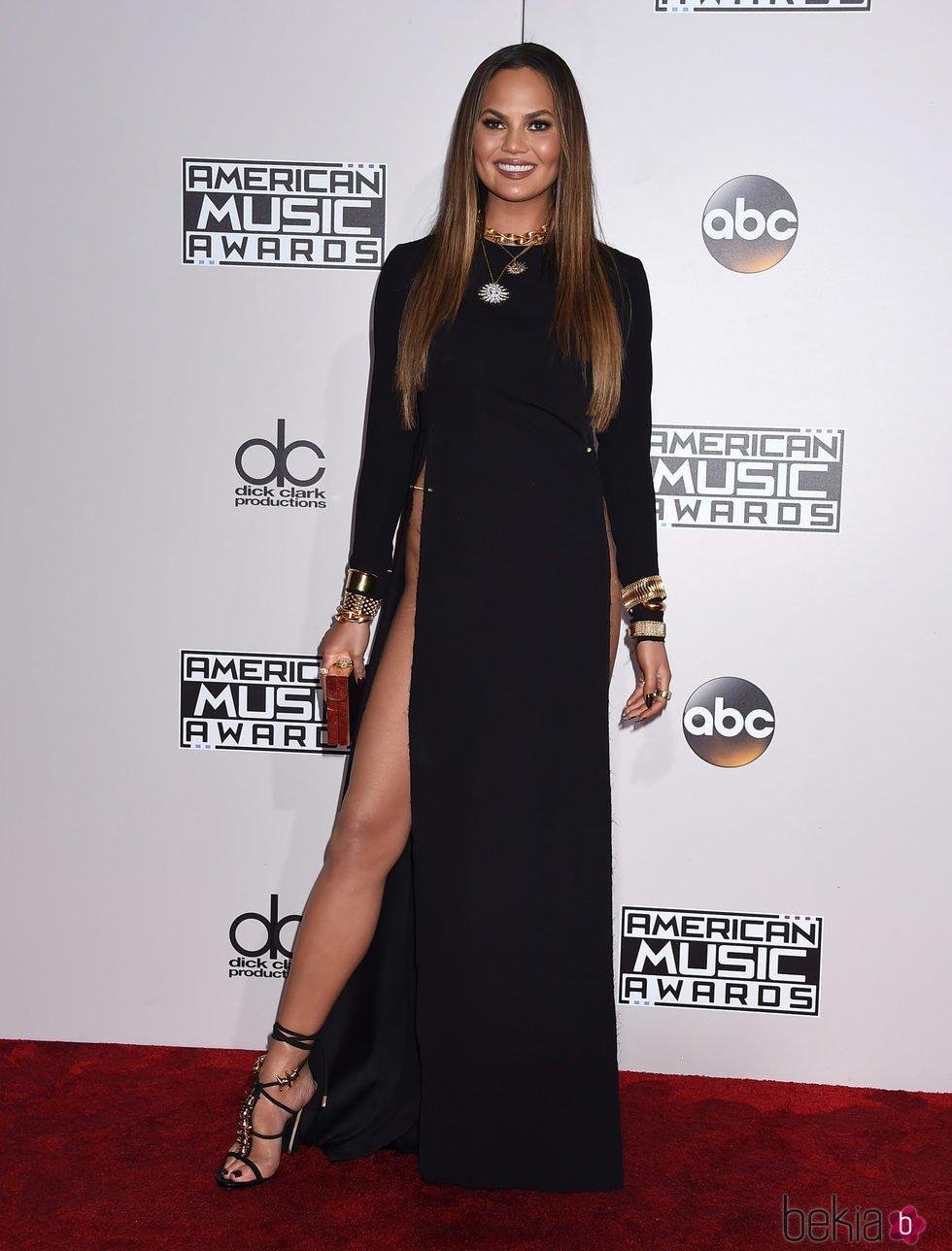 Chrissy Teigen en los American Music Awards 2016