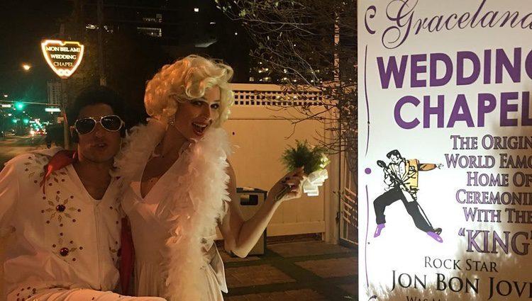 Eva González y Cayetano Rivera vestidos de Marilyn Monroe y Elvis Presley casándose en Las Vegas